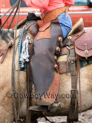Large pockets on batwing chaps