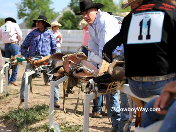 Wild horse race teams at Cheyenne Frontier Days