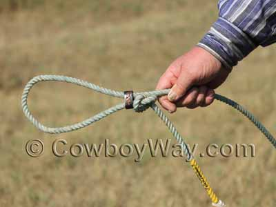 Use the horn knot to form a loop to go over the saddle horn