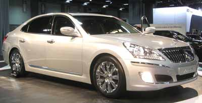 A light silver Hyundai Equus car