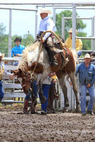 Ranch Bronc Riding, Moline - Photo 03