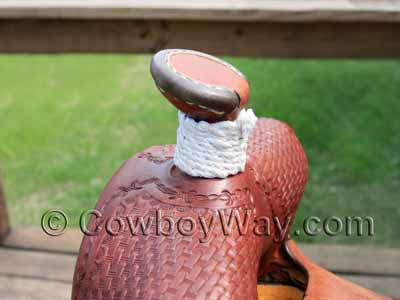 How to wrap a saddle horn with rubber: Photo of an unwrapped horn