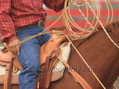 A roper dallies to the horn of a Western saddle